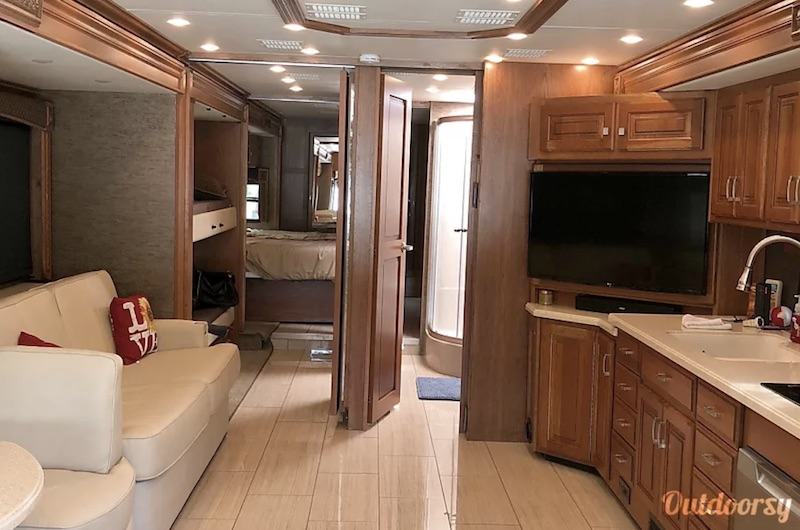 2017 Holiday Rambler Endeavor Interior