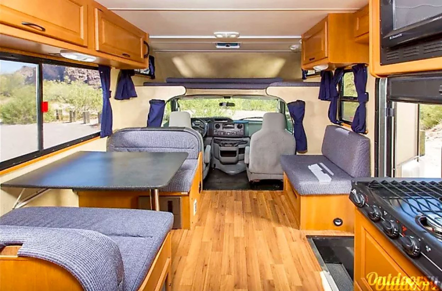 Thor Motor Coach Four Winds Majestic Indoors