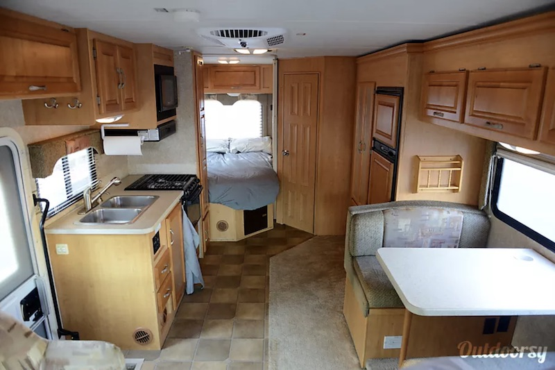 2007 Thor Motor Coach Four Winds Five Thousand Interior