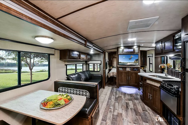 2018 Cruiser Rv Corp Radiance Interior
